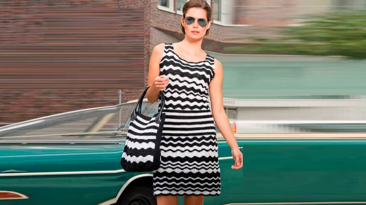 Летнее черно- белое   платье крючком