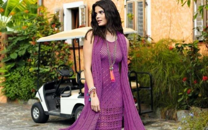 Длинное платье миди с бахромой и шарф спицами