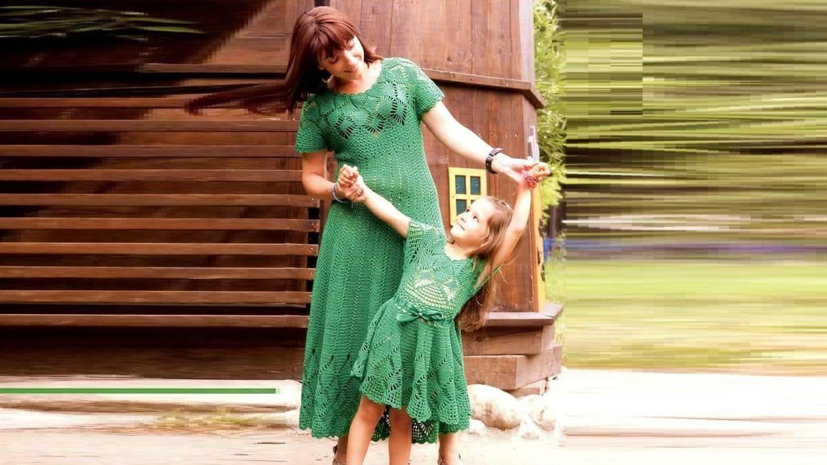 Два ажурных зеленых платья