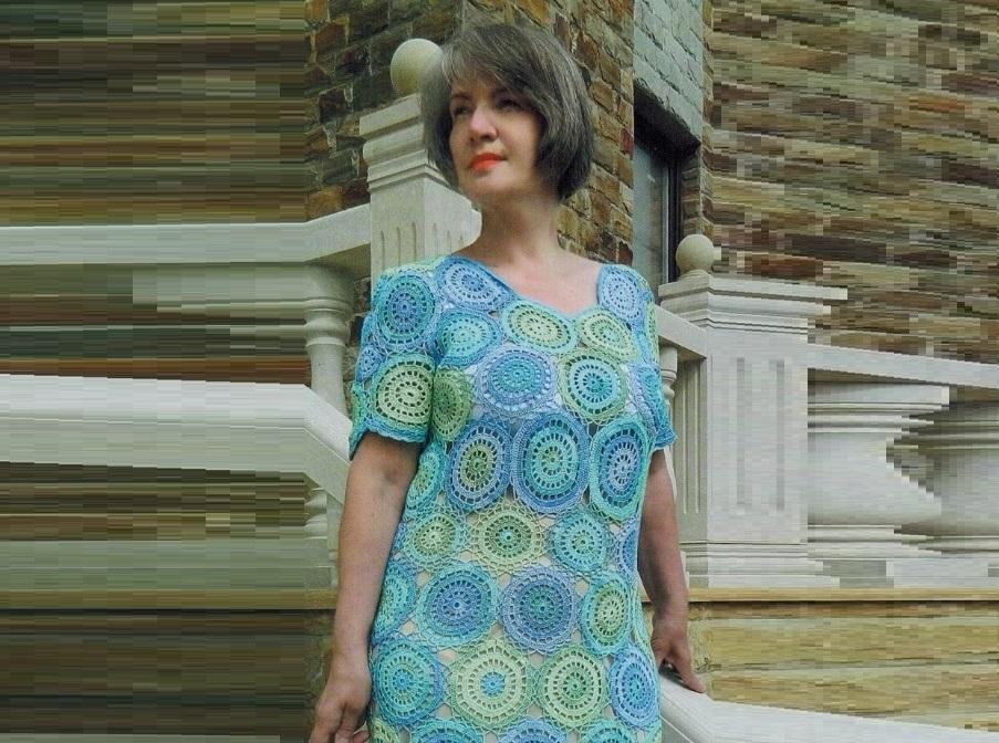 Вязаное платье из мотивов крючком