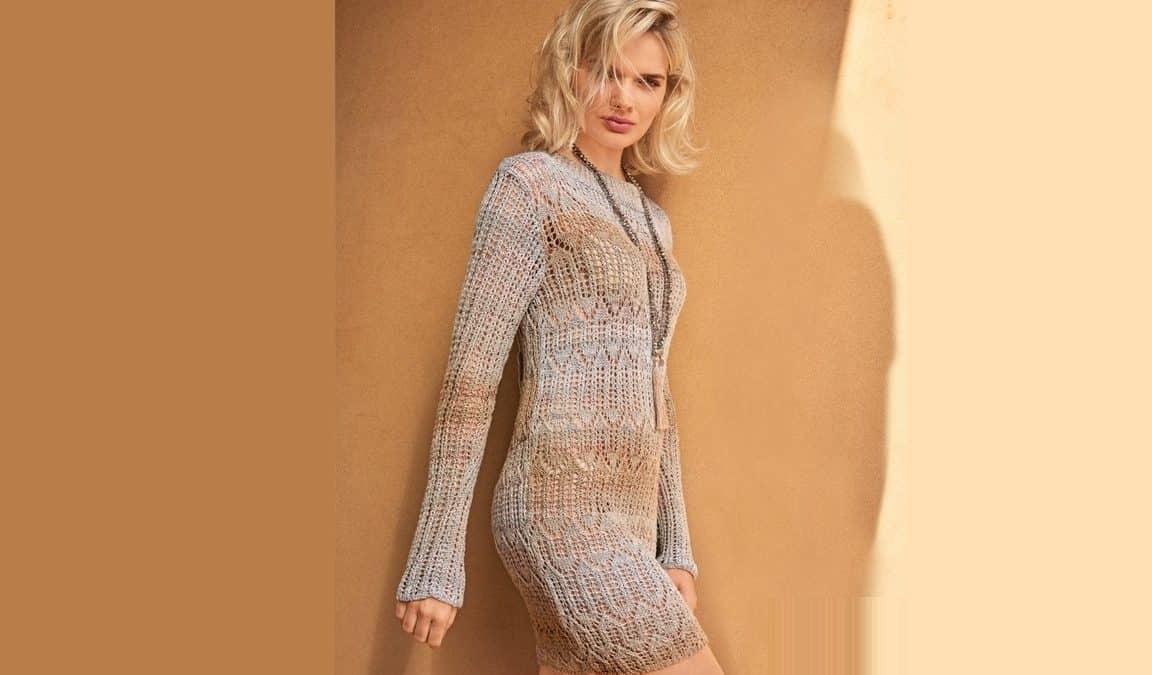 Ажурное мини – платье бежевого цвета