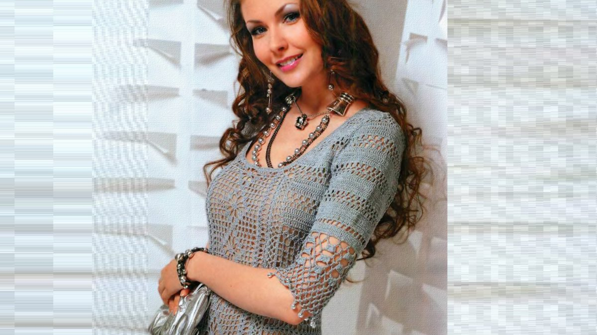 Серое вязаное платье крючком