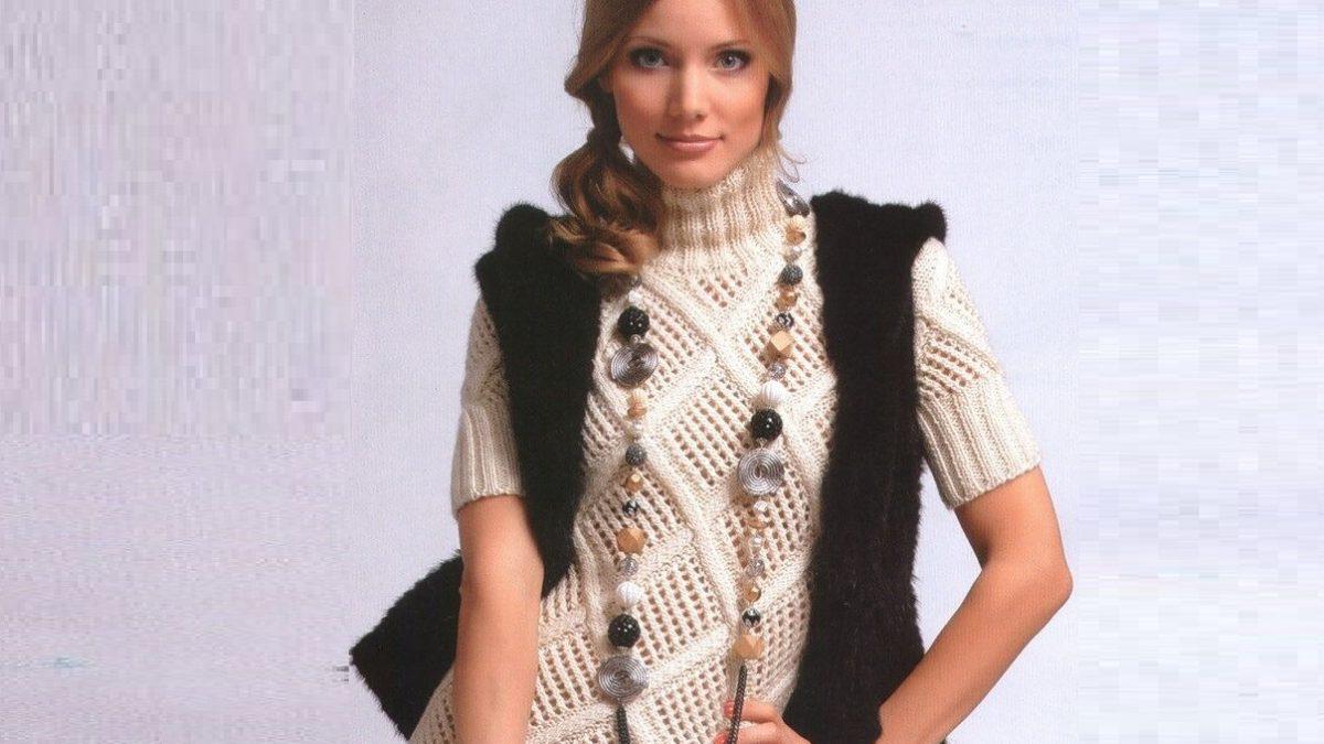 Вязаное платье с ромбами