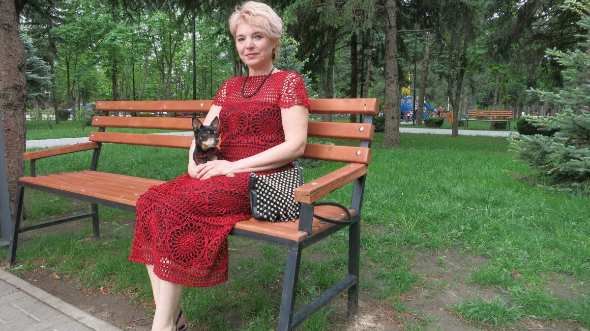 Красное  платье из восхитительных мотивов