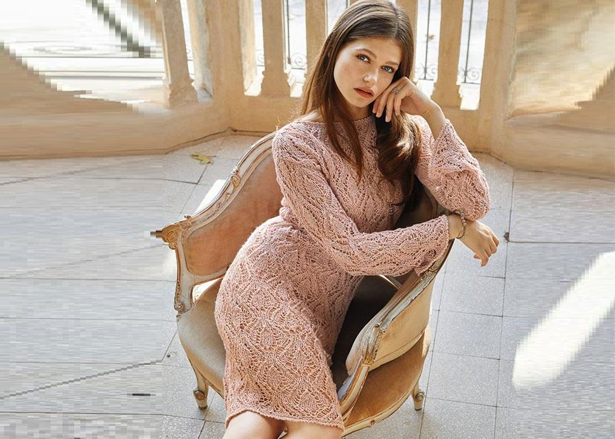 Стильное коралловое платье-футляр