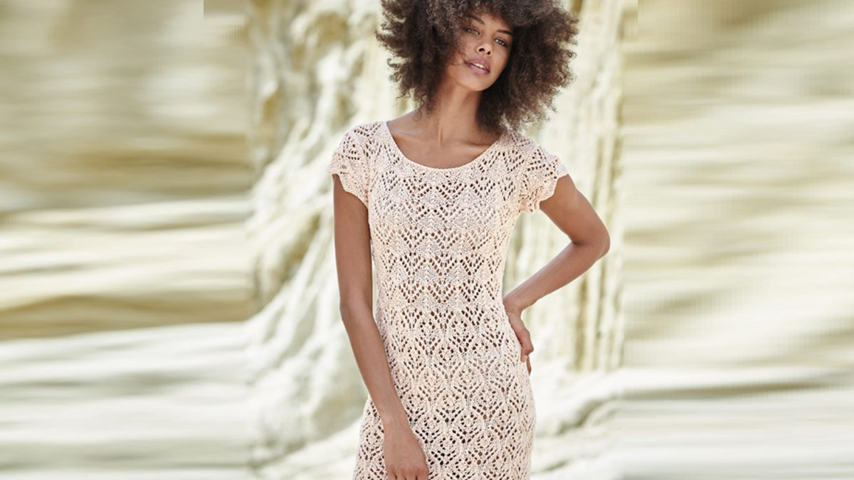 Платье-футляр спицами