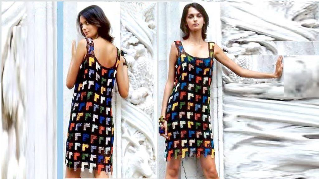 Платье из черных филейных квадратов