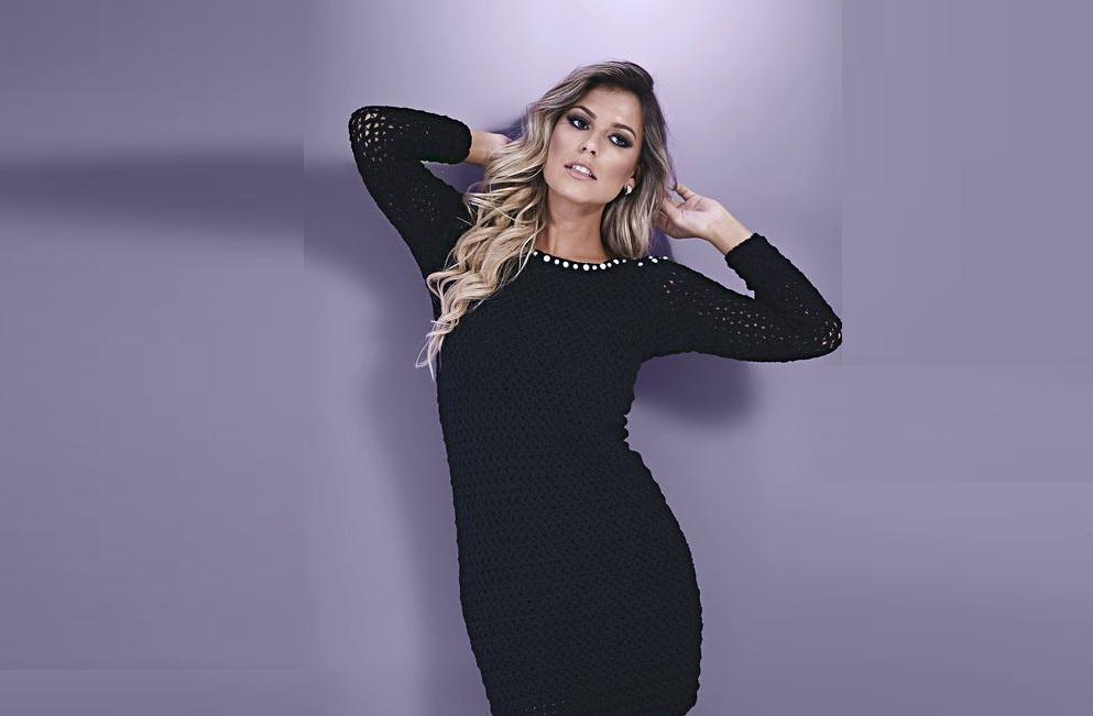 Вечернее короткое черное платье с открытой спиной