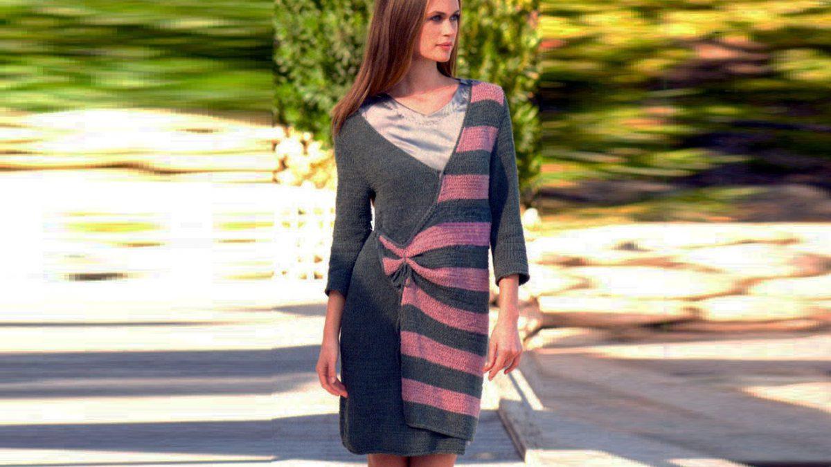 Вязаное платье спицами с запахом на завязках