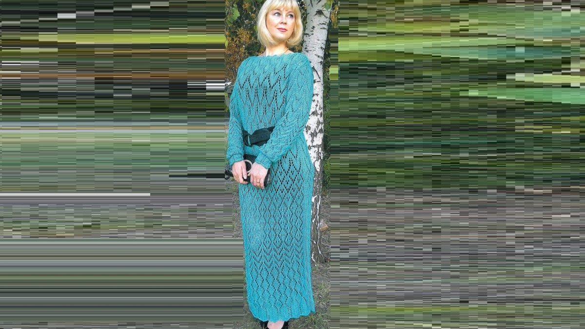 Вязаное ажурное платье спицами для женщин