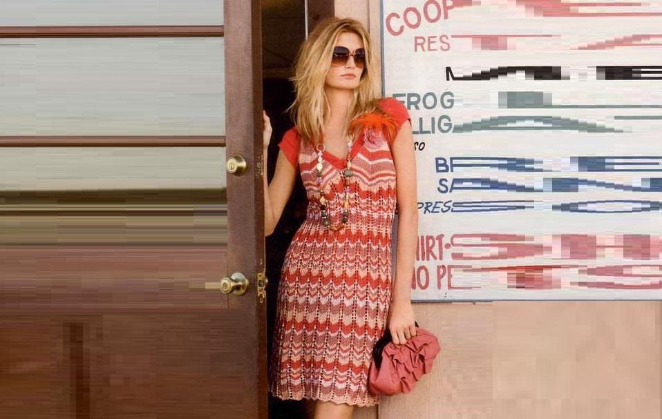 Вязаное платье спицами в стиле Миссони
