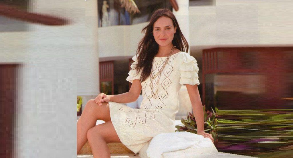 Ажурное белое платье спицами
