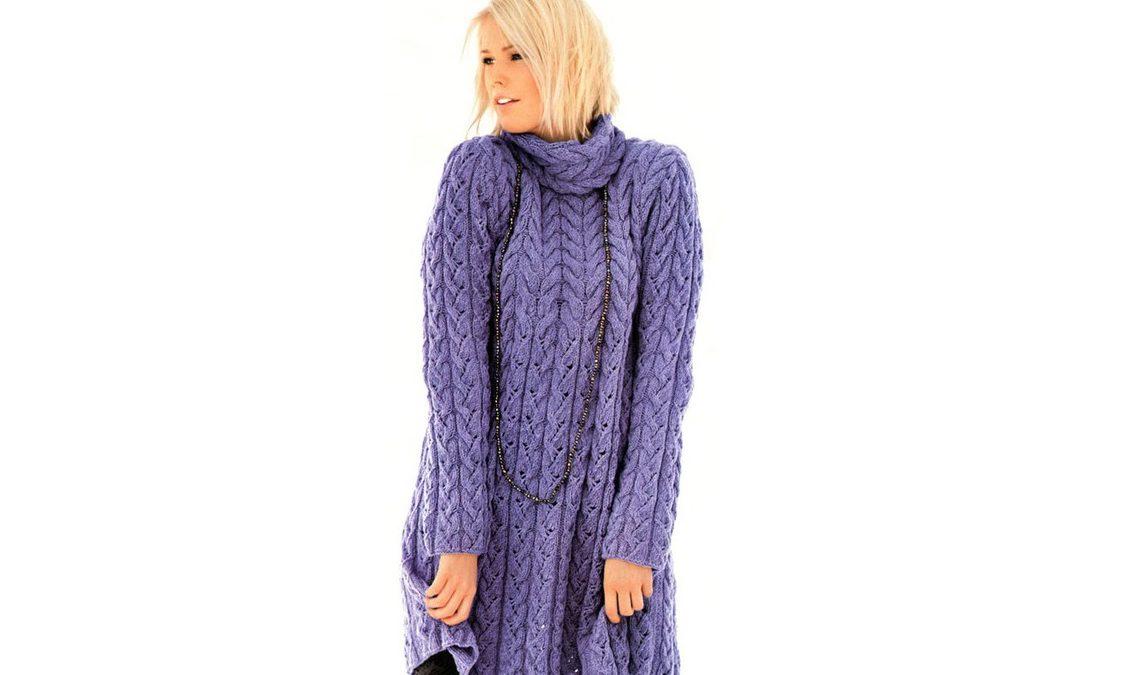 Сиреневое шерстяное платье с узором из кос