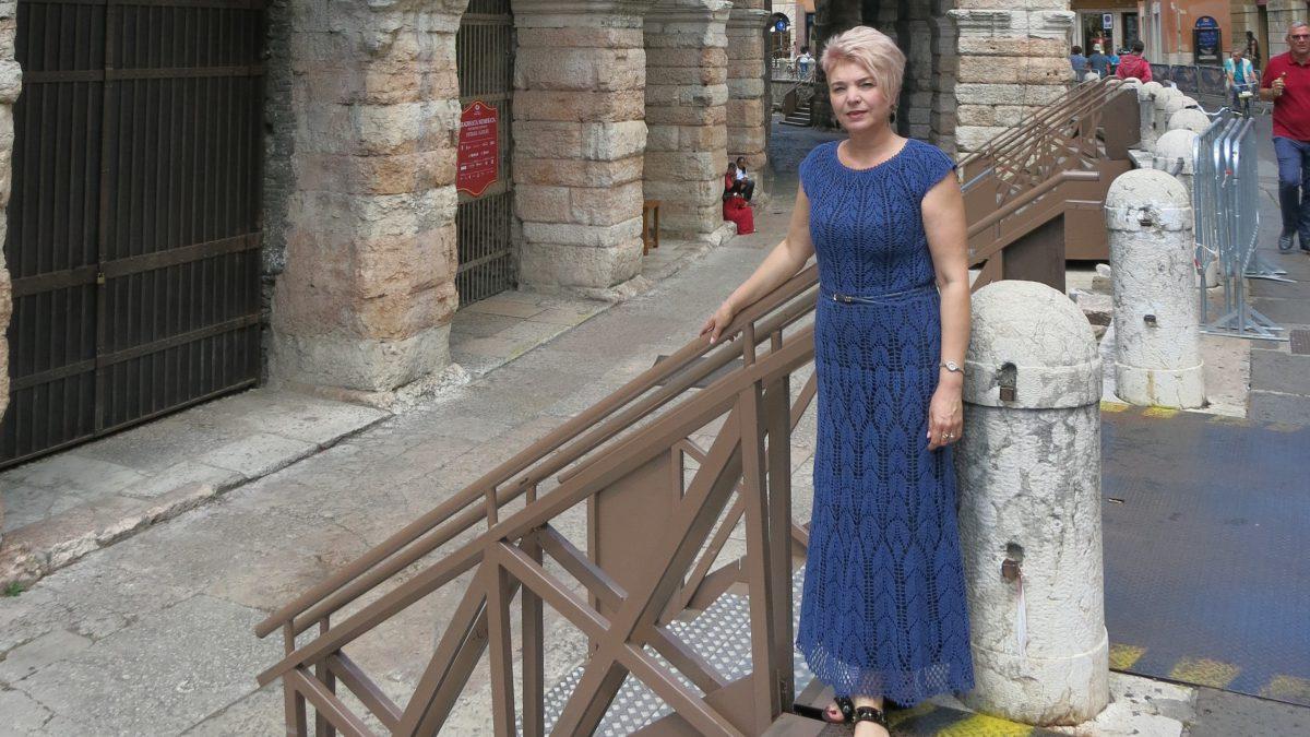 Платье крючком – «Синие листья»