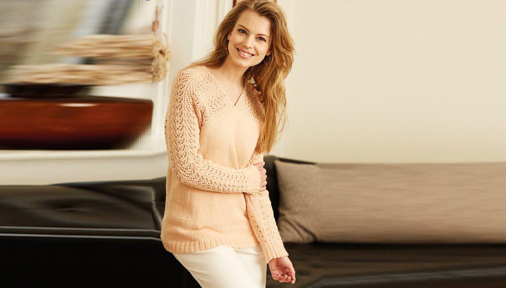 Пуловер с ажурным узором на рукавах