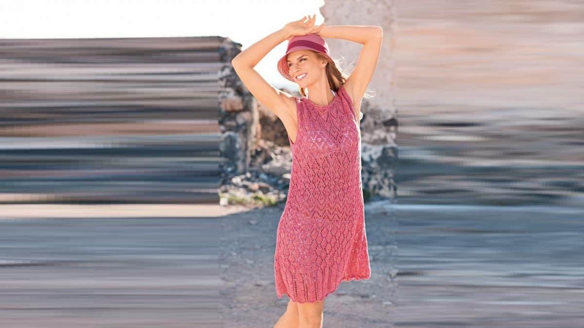 Коралловое платье без рукавов
