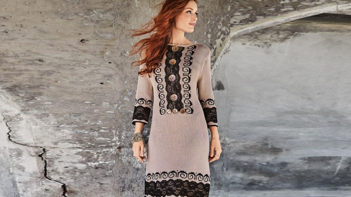 Платье с кружевными аппликациями